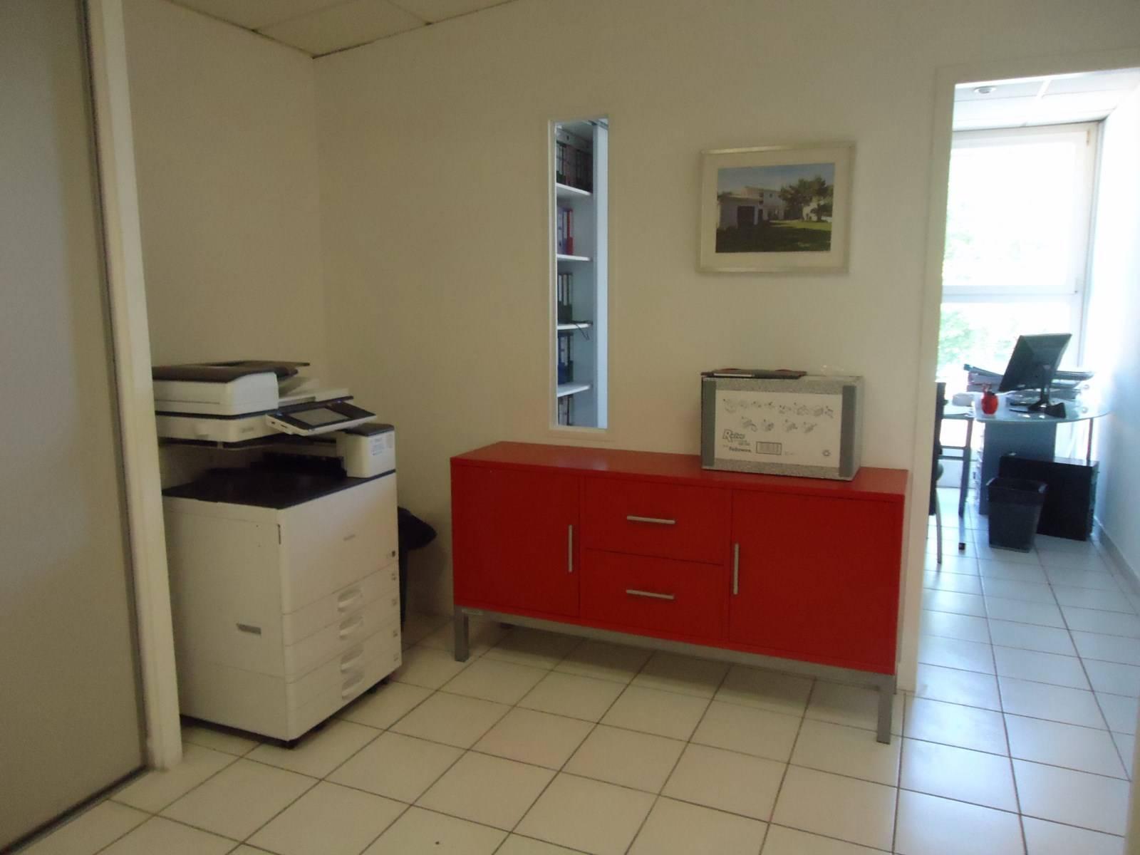 entretien et nettoyage de vos bureaux st jean de v das dans l herault a s e. Black Bedroom Furniture Sets. Home Design Ideas
