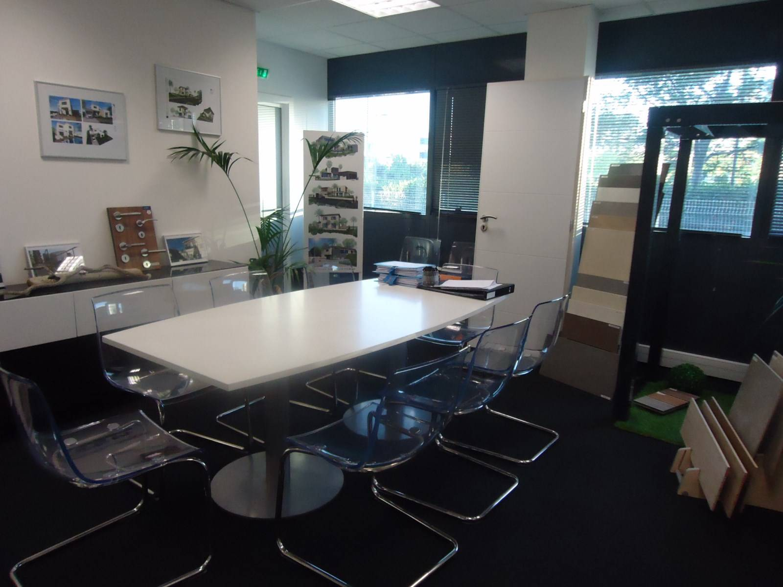 Nettoyage et entretien de votre agence de voyage agence d for Entretien jardin castelnau le lez